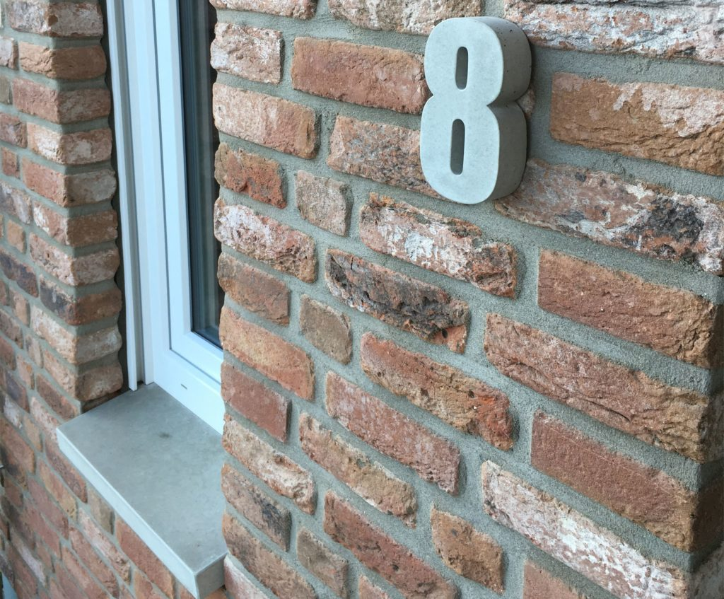 Hausnummern und Fensterbänke gehören zum festen Repertoire von Jens Maaßen.