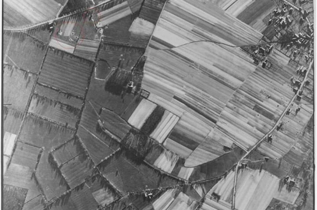 Anhand dieser historischen Luftbilder von Legden aus dem US-Militärarchiv konnten Martin Kösters und Mario Hoppe vieles über den Angriff rekonstruieren.