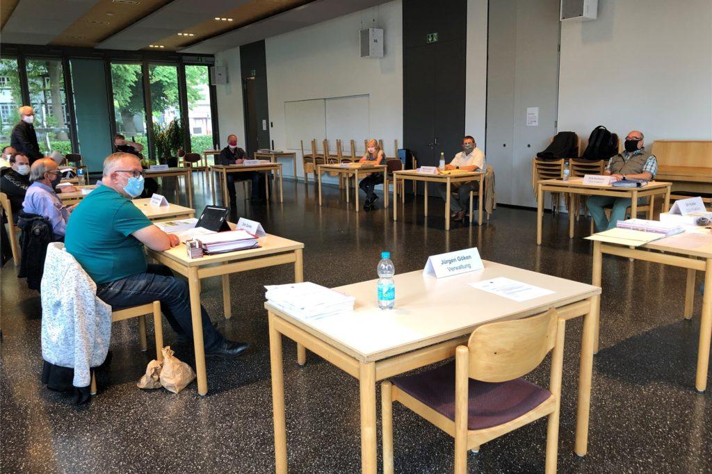 Mit viel Abstand und Mundschutz trafen sich 10 der 19 Brackeler Bezirksvertreter zur Sitzung im Arent-Rupe-Haus der Evangelischen Kirche. Eines der beherrschenden Themen war der OWIIIa-Weiterbau.