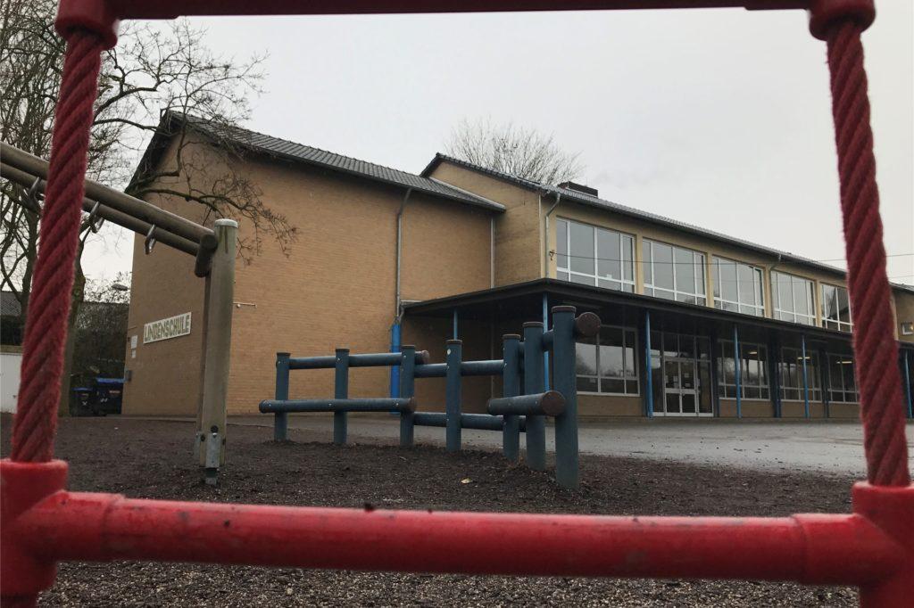 Die Schüler der Lindenschule können nun wieder gemeinsam im Klassenverband auf dem Schulhof spielen.
