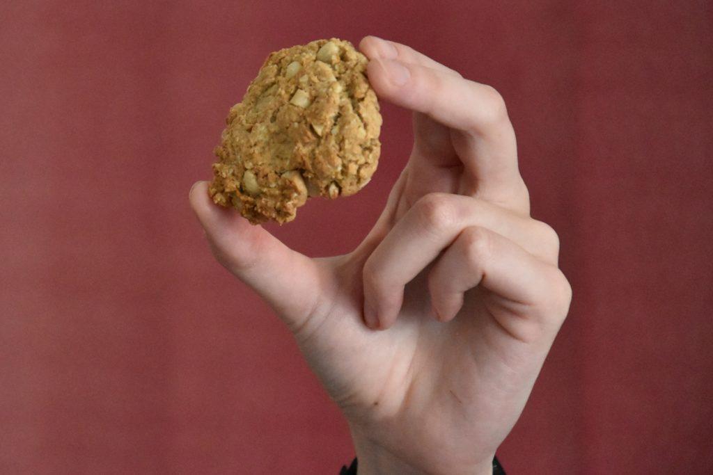 Der fertige Erdnuss-Hafer-Keks.