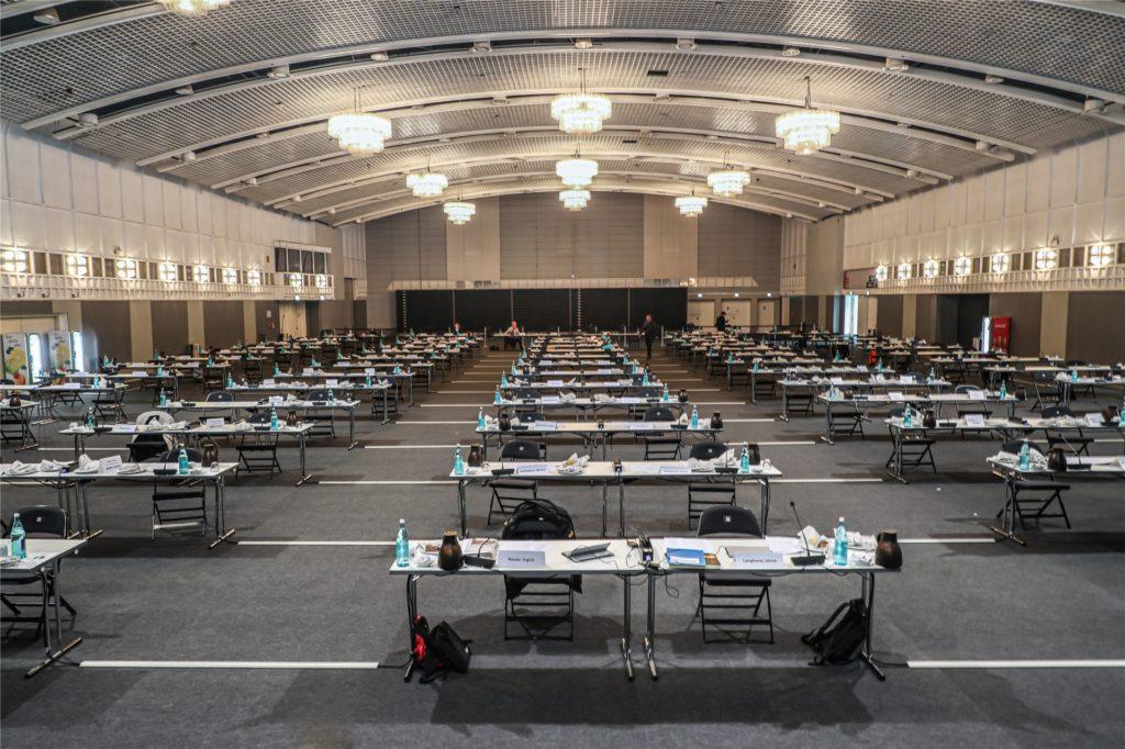 Die Ruhe vor der Marathonsitzung: Die Westfalenhalle 2 wurde zum Treffpunkt für den Rat der Stadt Dortmund.