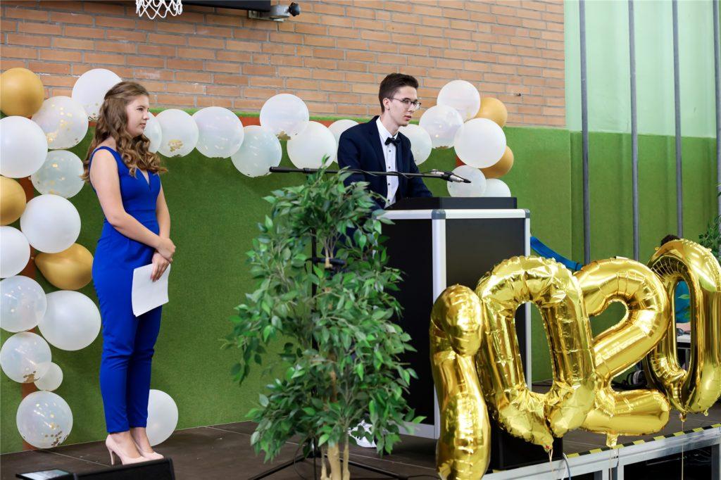 Die Stufensprecher Julia Seippel und Nils Niewerth blickten in ihrer Rede auf die vergangenen Jahre zurück.