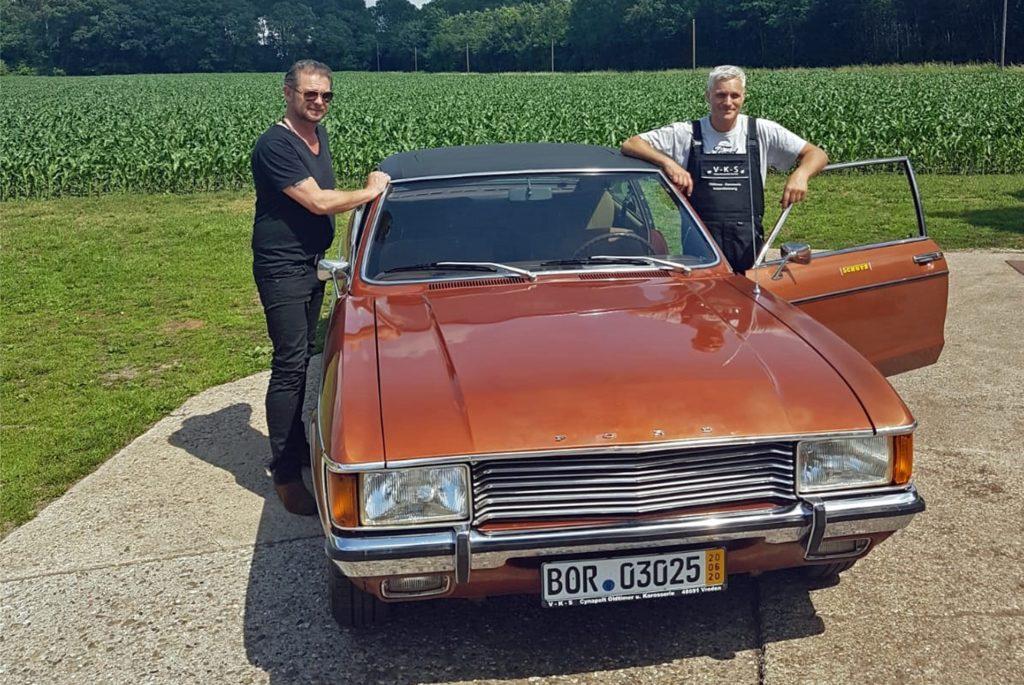 Det Müller (l.) und Claas Cynapolt kennen sich bereits seit 25 Jahren. Der Granada hat jetzt dafür gesorgt, dass der TV-Moderator mit einem Kamerateam nach Vreden kam.