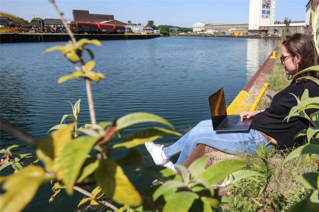 Das Hafenbecken ist relativ nah zur City - weiter den Kanal entlang, wo die Ruderer trainieren, ist es dazu noch schön grün.