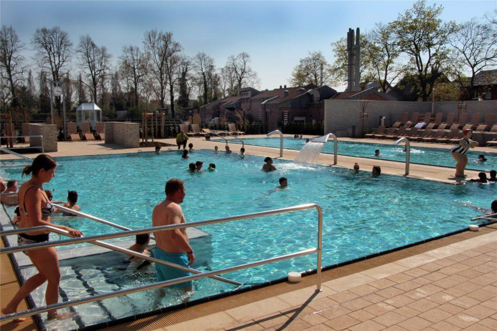 Das Solebad Werne lockt die Schwimmer auch mit seinem Außenbereich.