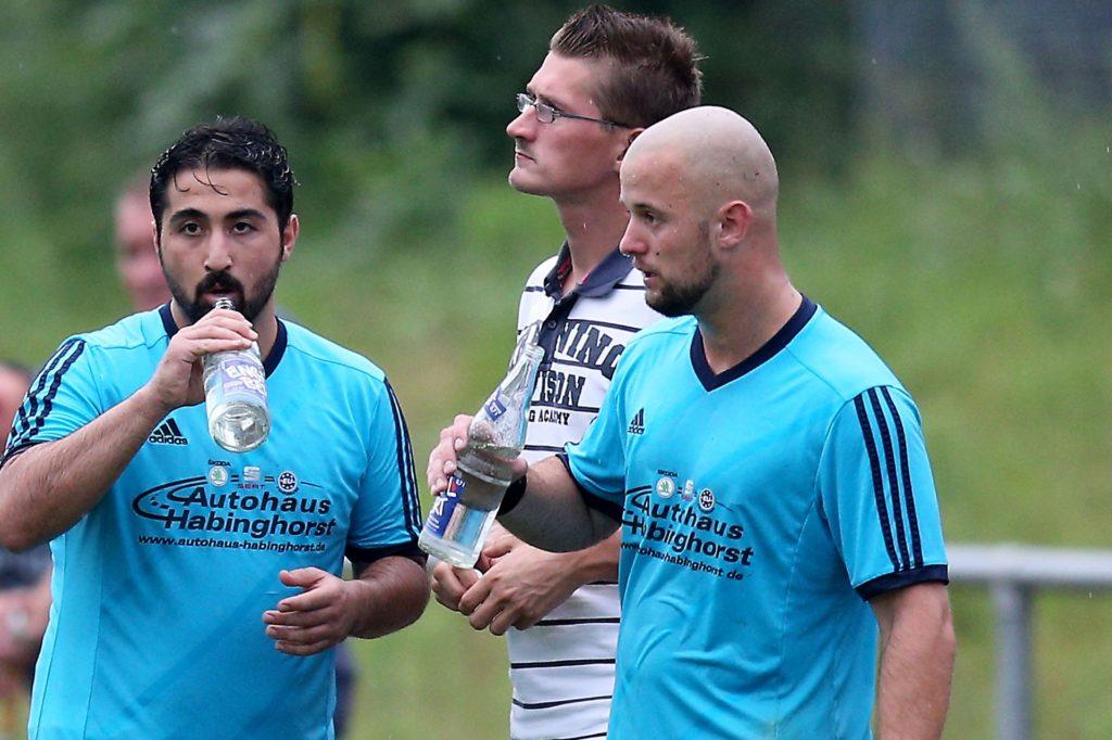 Lukas Cyl (Mitte), langjähriger Betreuer beim VfB Habinghorst, war nunmehr bei zwei Castrop-Rauxel-historischen Ereignissen dabei.