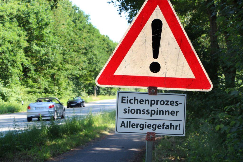 An verschiedenen Stellen warnen Schilder in Werne vor dem Eichenprozessionsspinner. Mittlerweile sind es so viele Bereiche, sodass neue Schilder nachgeordert werden mussten.