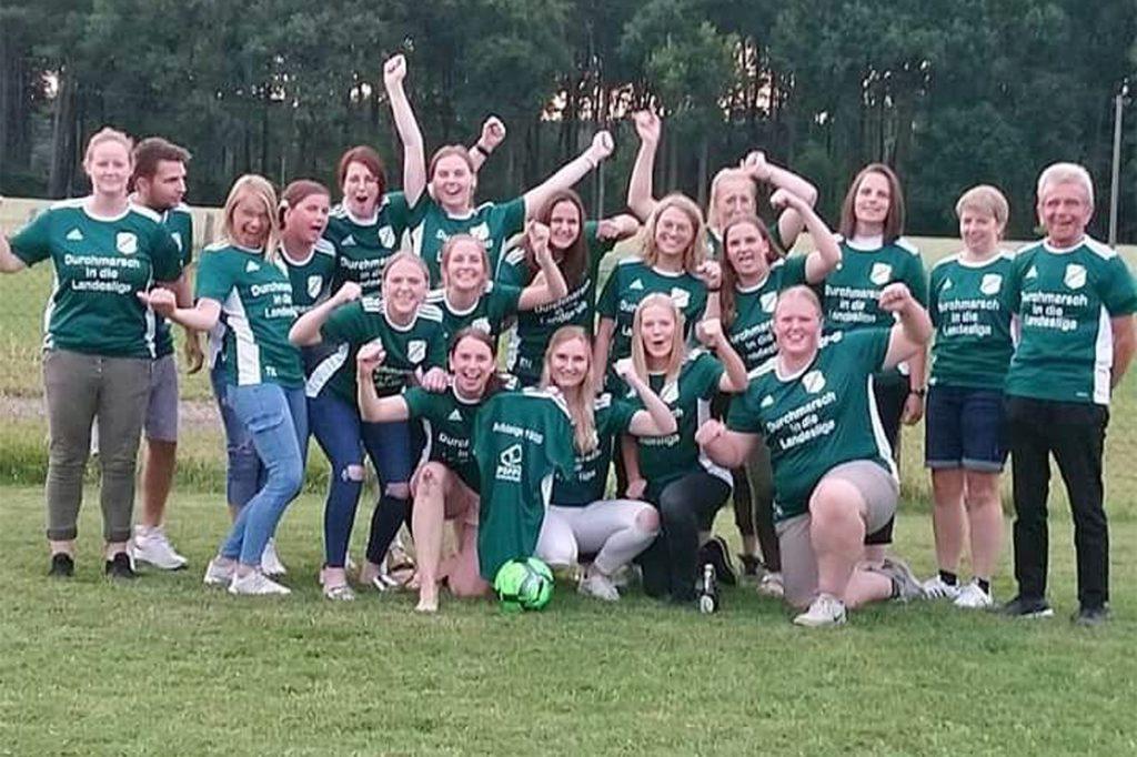 Ihren Durchmarsch von der Kreis- in die Landesliga feierten kürzlich die Frauen des SuS Legden.