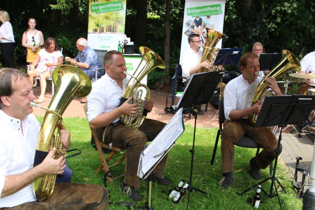 """Die """"Ahler Dorfkapelle"""" spielte eine ausgewählten Mischung aus bekannten Stücken der volkstümlichen Blasmusik."""