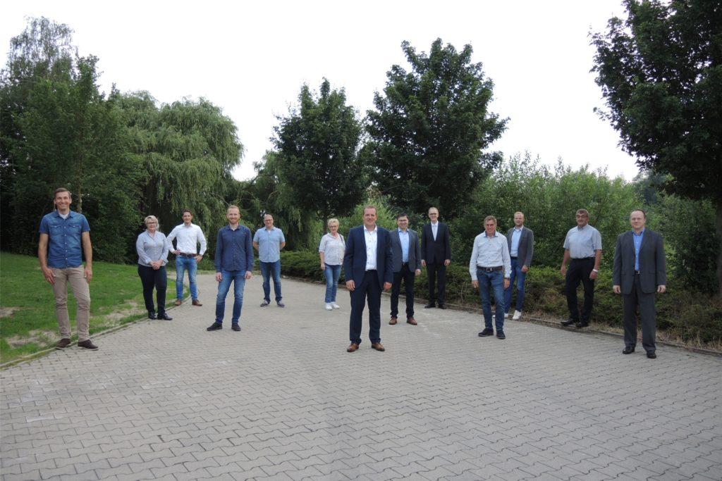 Hinter Frank Engbers steht das Team der CDU Südlohn-Oeding für die kommende Wahl. Gemeinsam wollen sie die Kommunalwahl gewinnen.