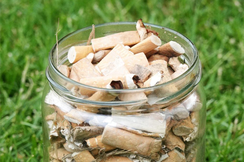 Insbesondere weggeworfene Zigarettenkippen sind dem 13-Jährigen ein Dorn im Auge. Rund 800 davon hat er während seiner Reinigungsaktion am Berkelsee eingesammelt.