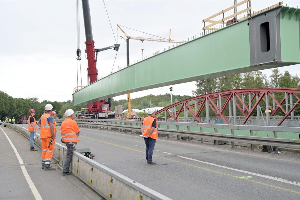 Die Träger für die Brücke zwischen Bergkamen und Werne sind jeweils 60 Meter lang und wiegen 150 Tonnen.