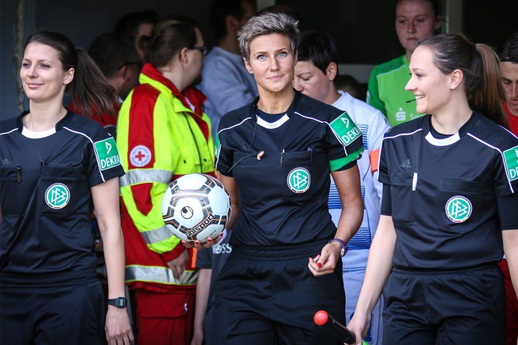 Nadine Westerhoff (Mitte/Mädchenname Nadine Matthes) ist in Habinghorst aufgewachsen und war sportlich in der Leichtathletik beim TuS Ickern sowie im Fußball bei Arminia Ickern sowie später bei der Spvg Schwerin zuhause.