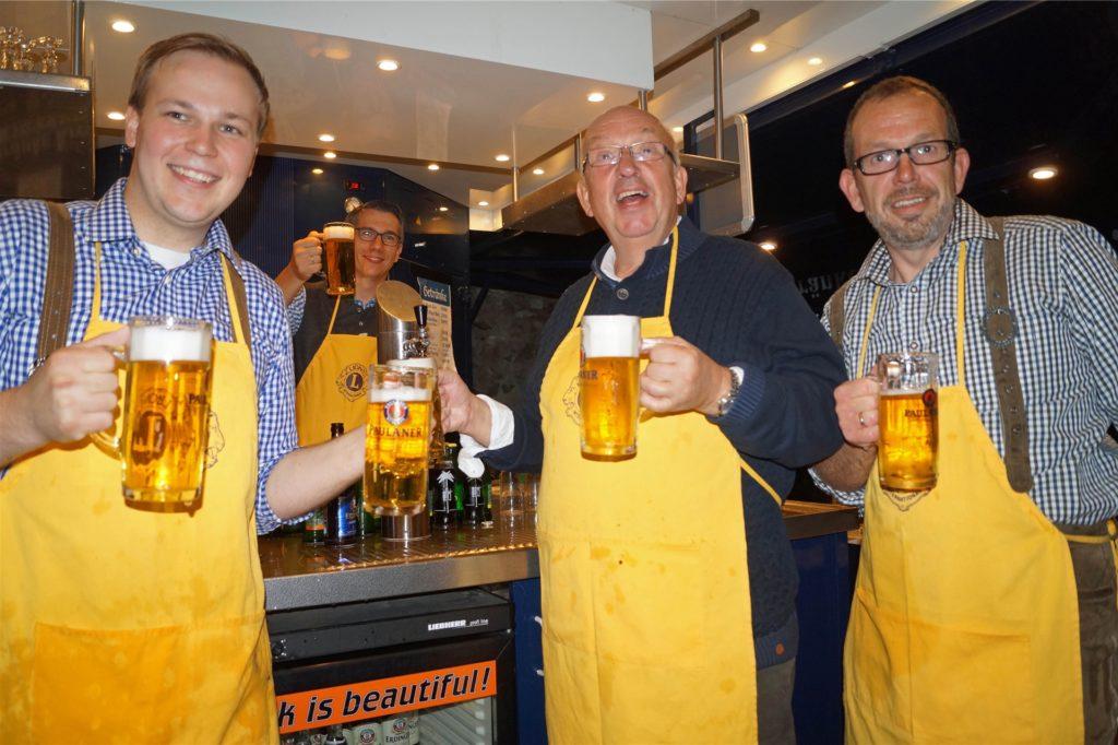 Zum siebten Mal wollte der Lions Club Werne an der Lippe, hier mit Philipp Gärtner (l.) als Sekretär, das Oktoberfest eröffnen.