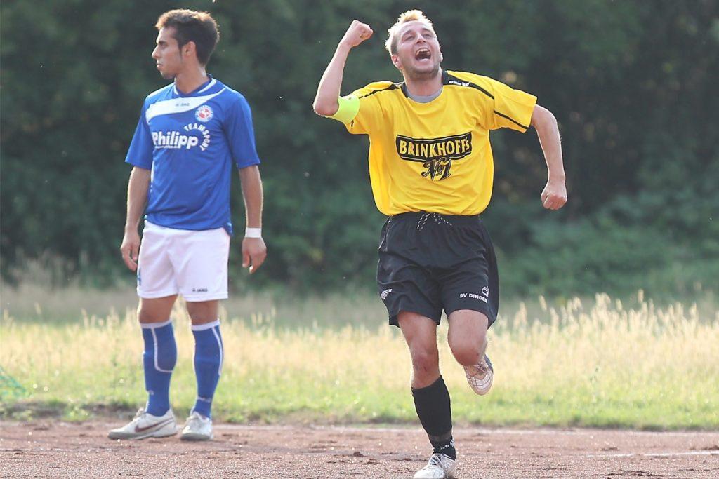 Pierre Kilian (r) schoss viele Jahre lang seine Tore für den SV Dingen, wie hier im Kreispokal gegen den Oberligisten Westfalia Herne. Jetzt kommt er zur SG Castrop II.