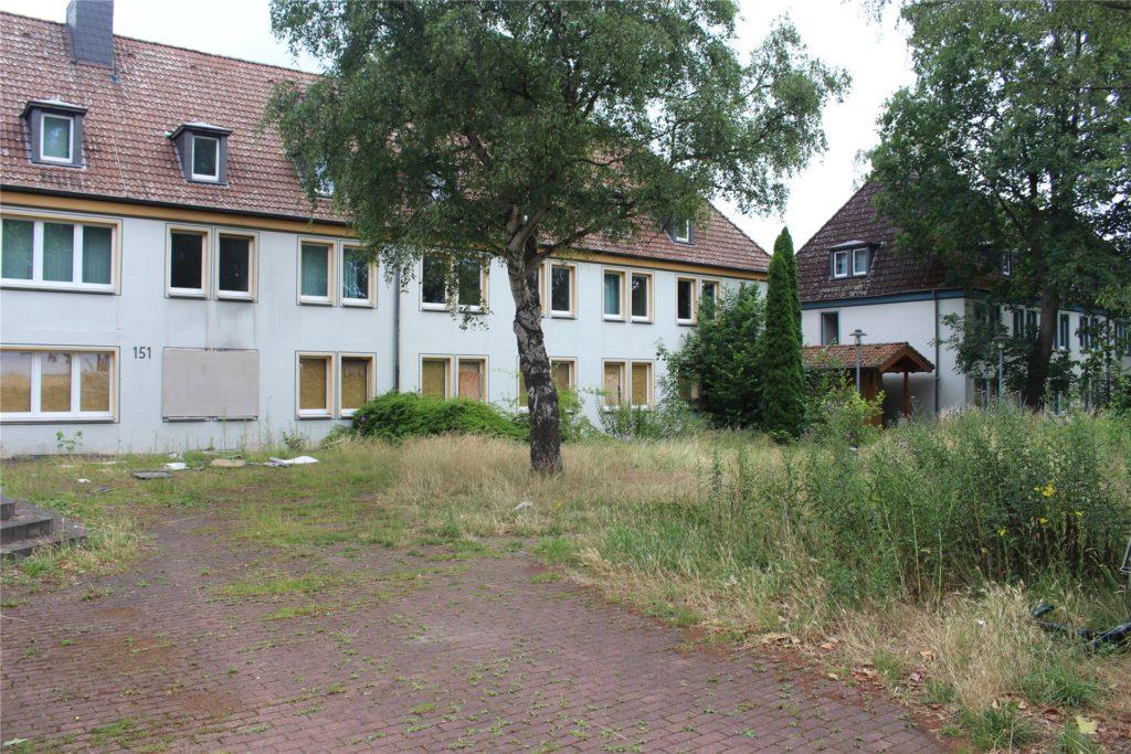 Der Zustand dieser Gebäude und des Grundstücks hat die Nachbarn zunehmend gestört.