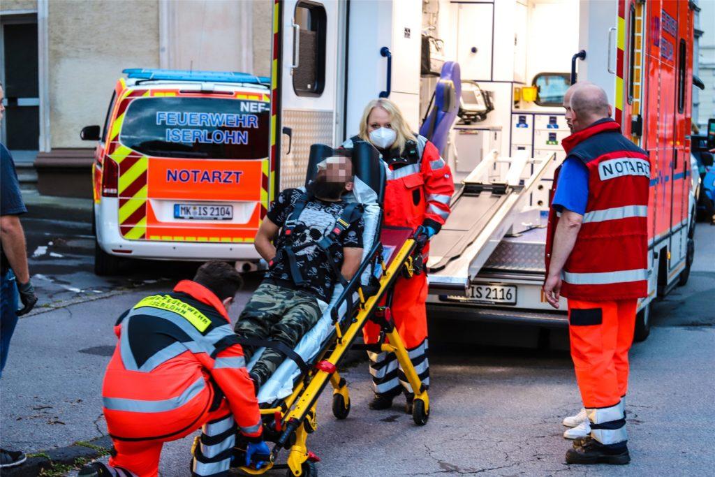 Bei der Festnahme wurde der tatverdächtige G. leicht verletzt und anschließend gefesselt mit einem Krankenwagen abtransportiert.