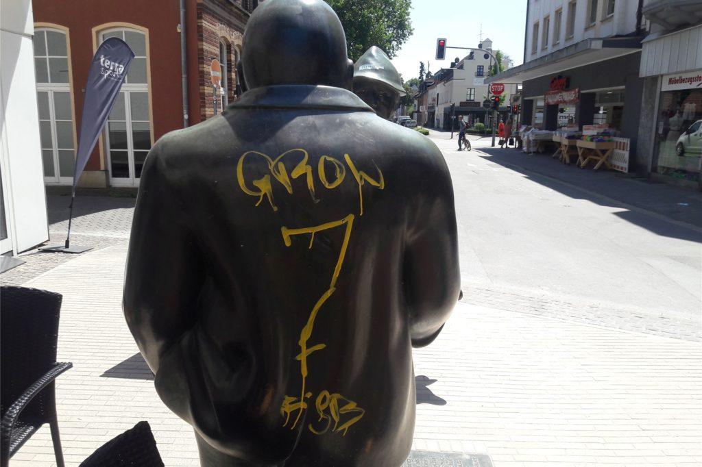 Die Figuren an der Essener Straße sind bereits seit Wochen mit Farbe beschmiert.