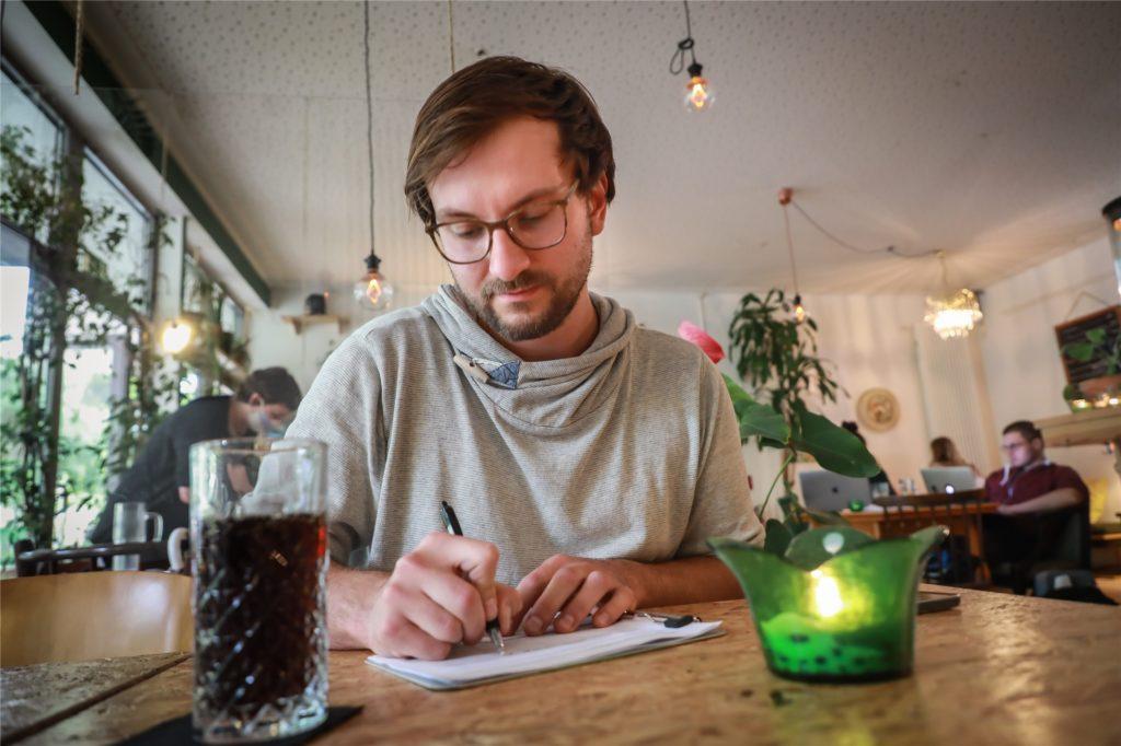 Wer ein Café, Restaurant oder ähnliches besucht, muss derzeit seine Kontaktdaten hinterlassen. So sollen Infektionsketten nachvollzogen werden können.