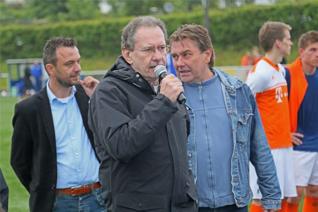 Der Kreisvorsitzende Reinhold Spohn (vorn) ist seit vielen Jahren auch der Spielleiter des Kreispokal-Wettbewerbs in Herne/Castrop-Rauxel.