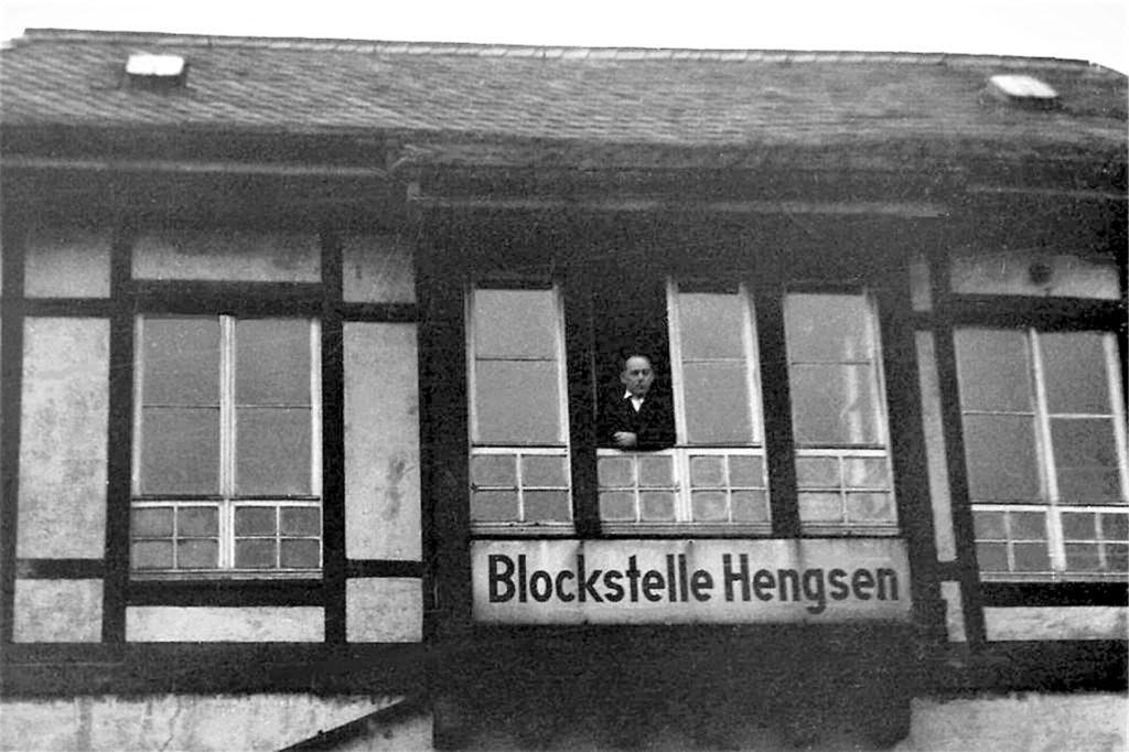 Die damalige Sicherungstechnik erforderte viele Stellwerke entIang der Strecke. Im Fachwerk-Baustil ausgeführt war die ehemalige Blockstelle in Hengsen.