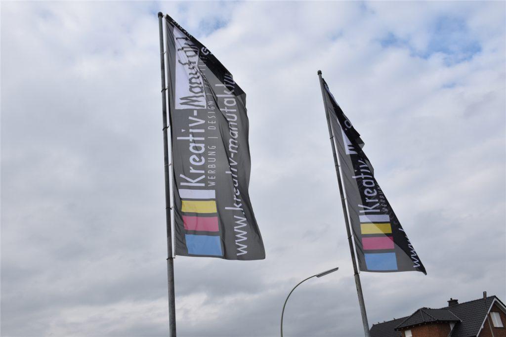 Die Fahnen weisen den Weg zur neuen Kreativ-Manufaktur Werne an der Landwehrstraße.