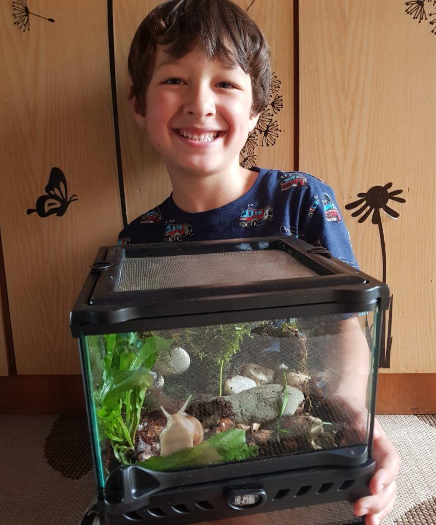 Henry (5) freut sich über die neue Mitbewohnerin.