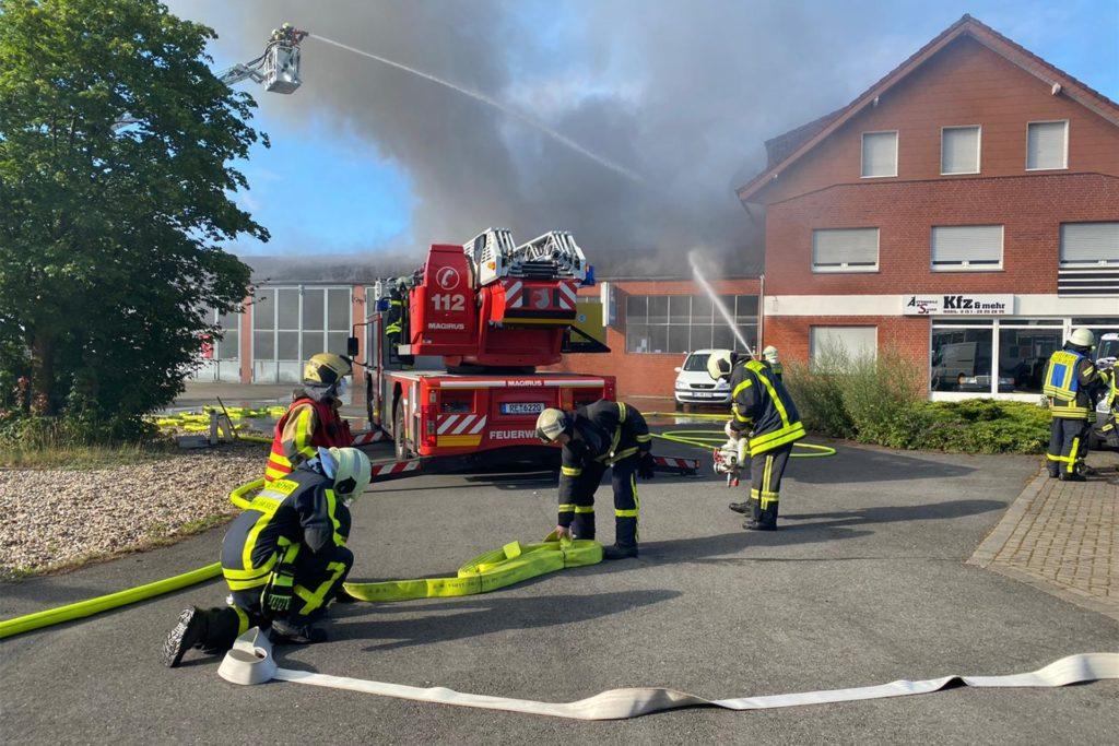 Zahlreiche Feuerwehrkräfte waren bei dem Brand im Einsatz
