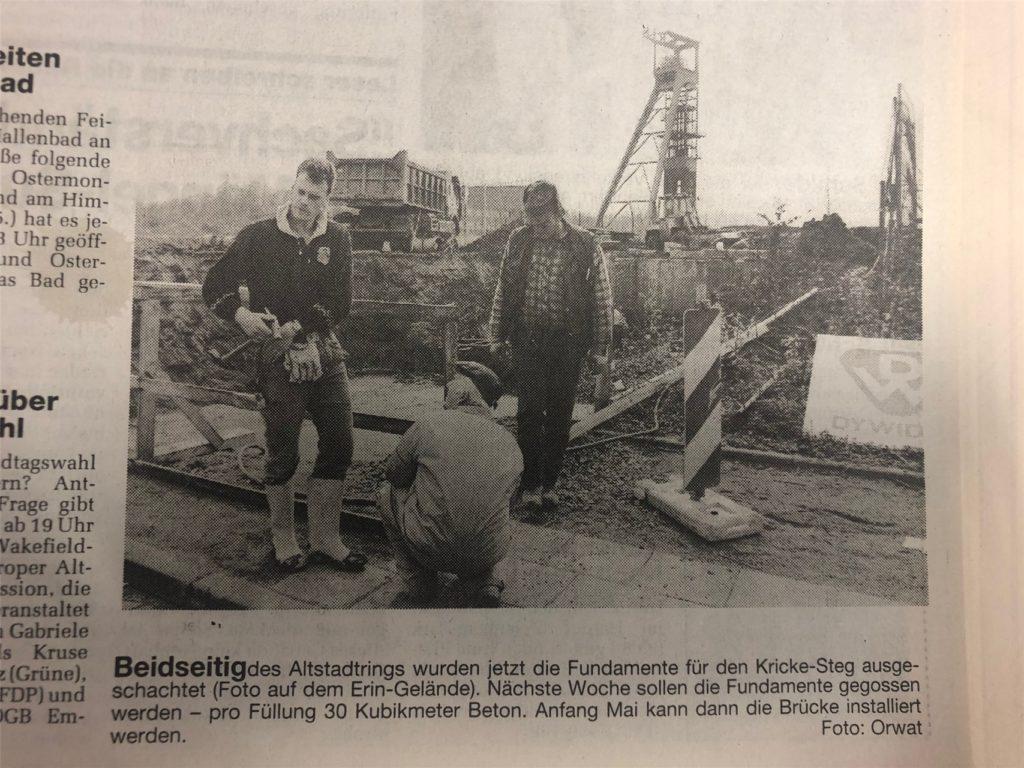 Ein Zeitungsausschnitt von 1995. Damals hatten die Arbeiten zur Errichtung des Krickestegs begonnen.