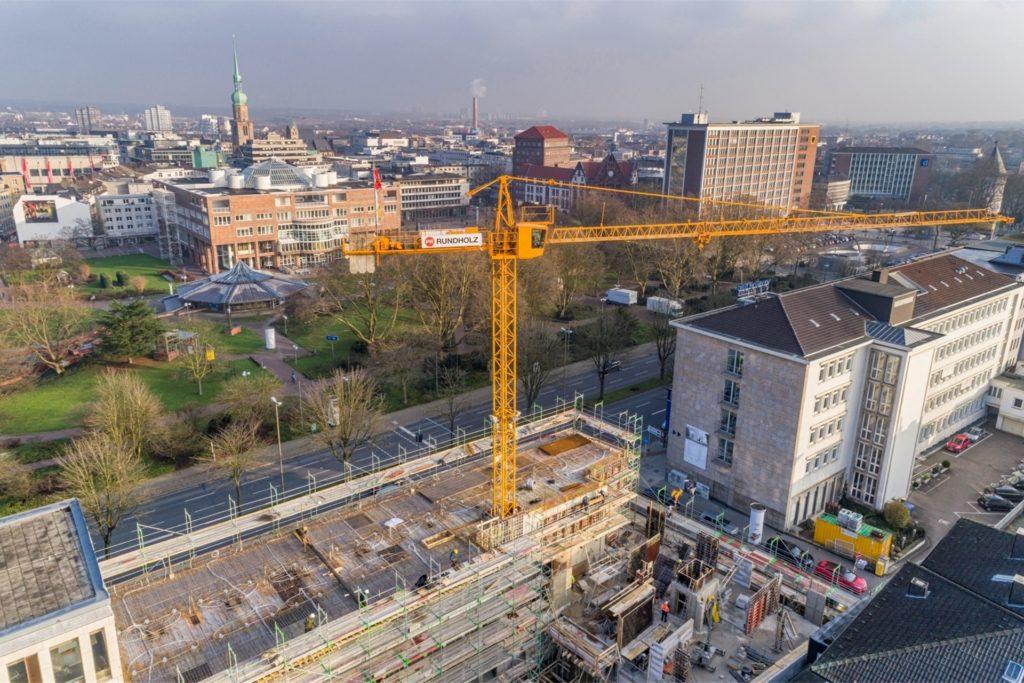 Der 2019 fertiggestellte Erweiterungsbau der Volkswohl Bund Versicherungen in der Dortmunder City gehört zu den jüngsten Vorzeigeprojekten des Unternehmens Rundholz.