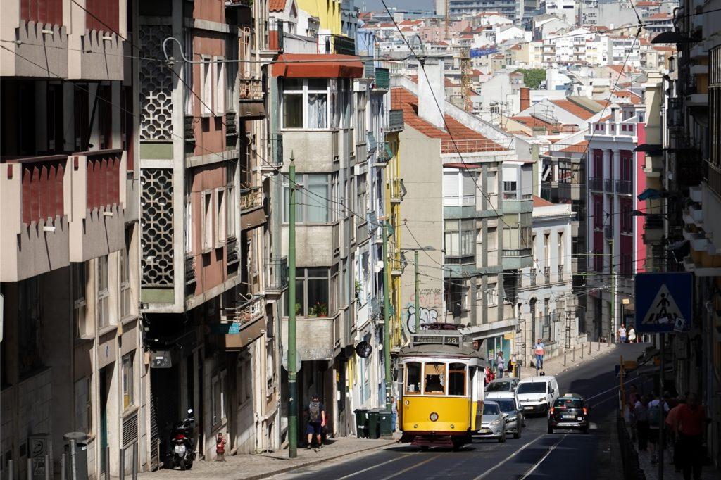 Lissabon, die Hauptstadt Portugals, kann ohne Probleme bereist werden. Touristen wird bei der Einreise die Temperatur gemessen, im Verdachtsfall werden Reisende befragt.