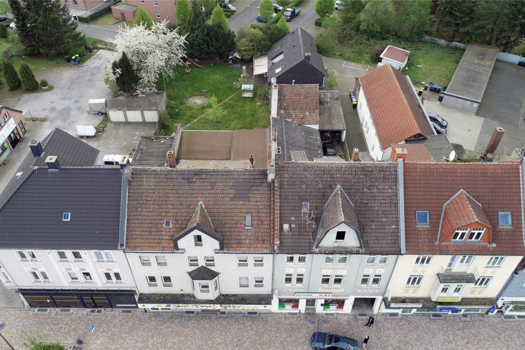 Auch diese vier Häuser stehen auf der Abrissliste.