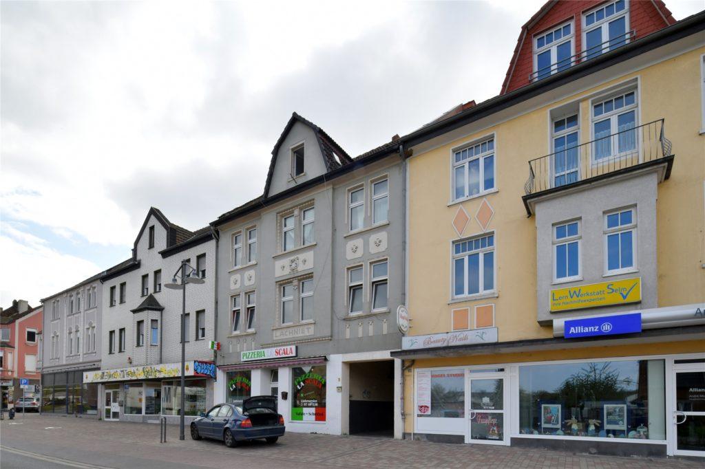 Die aneinander gebauten Giebelhäuser haben das Stadtbild Selm geprägt. Bald sollen sie abgerissen werden.