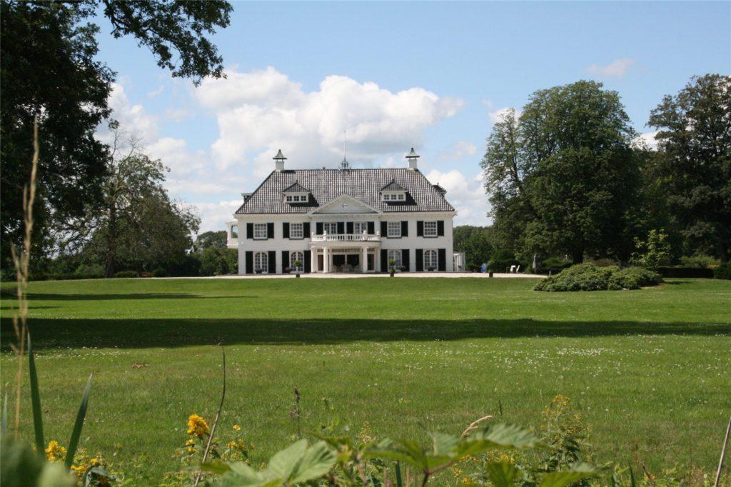Die prunkvolle Villa diente der wohlhabenden Familie van Heek von Mai bis Oktober als Sommerresidenz.