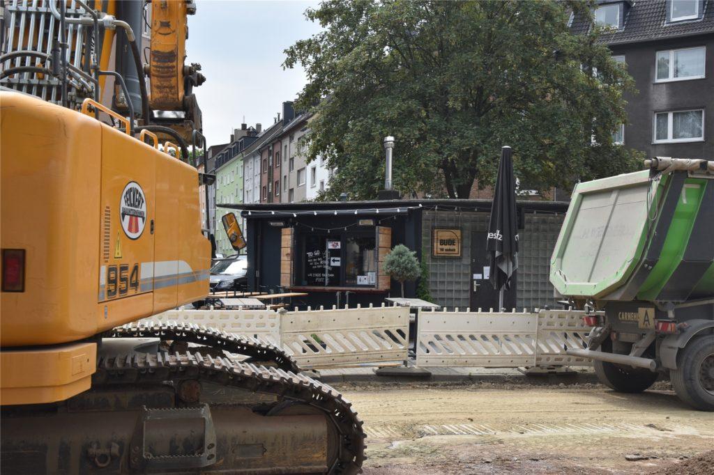 Die Bude befindet sich mitten in der Baustelle in der Saarlandstraße.