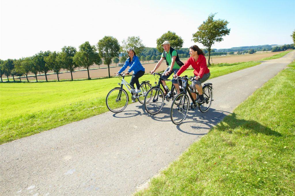 Radtouren durch das Münsterland liegen in diesem Sommer voll im Trend. Hier wird direkt auf Abstand geachtet und die Maskenpflicht entfällt auch. Zudem bleibt man gesund und fit.