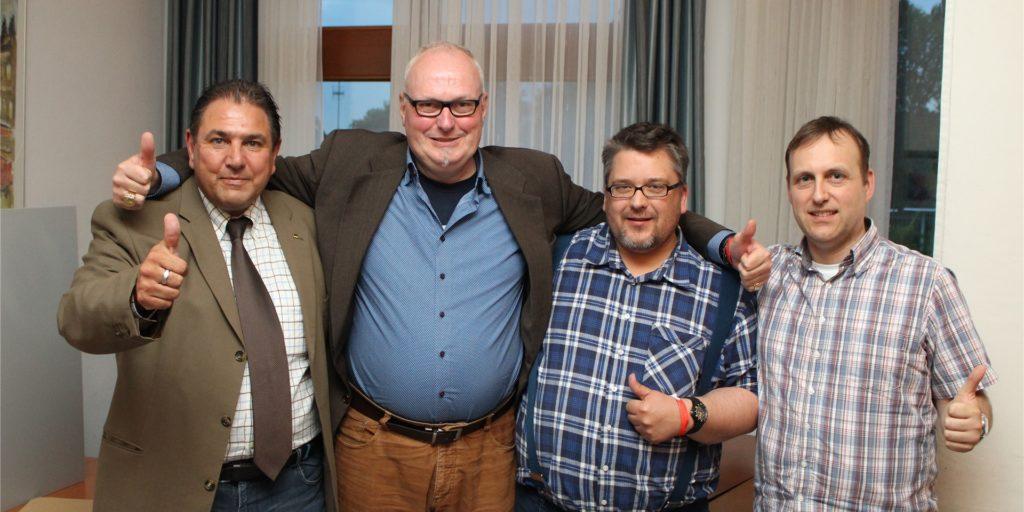 Damals waren sie noch Parteifreunde: Der damalige Sprecher des AfD-Kreisverbandes Unna, Michael Schild (2.v.l.), mit seinen Stellvertretern Ulrich Lehmann (2.v.r.) und Holger Sitter (l.) im Jahr 2016. Rechts Schatzmeister Stephan Gorski.