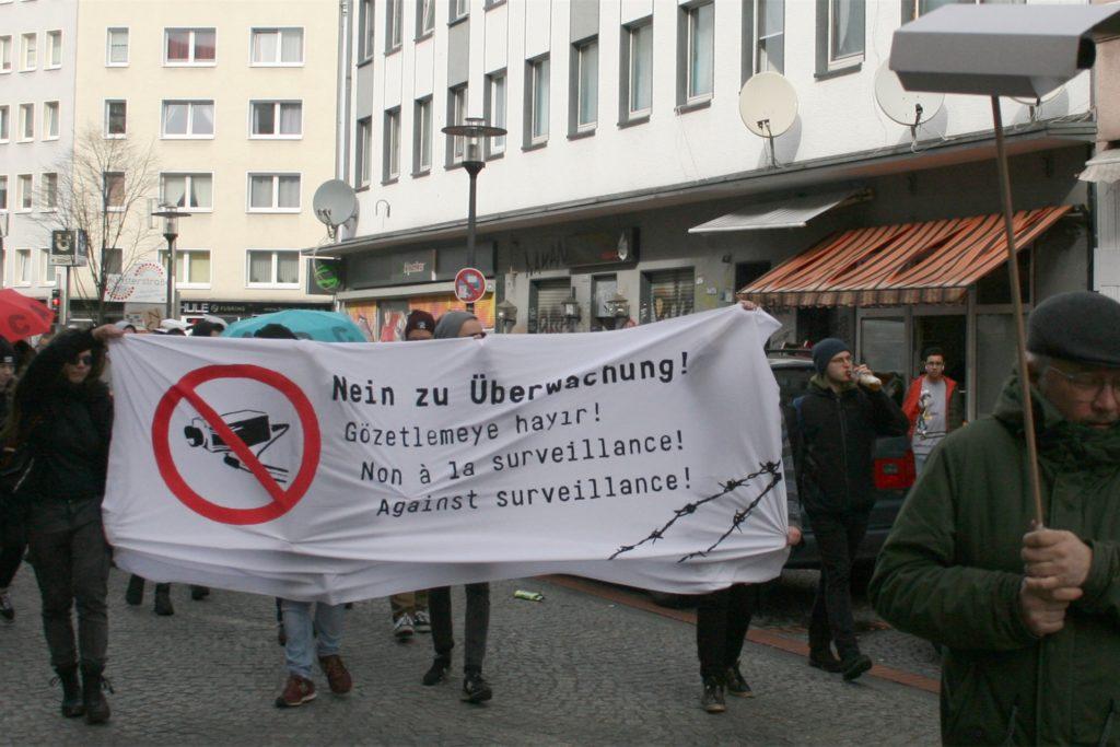 """Schon im Februar protestierte die Nachbarschaftsinitiative mit einem """"Stadtteilspaziergang"""" gegen die geplante Videoüberwachung in der Münsterstraße."""