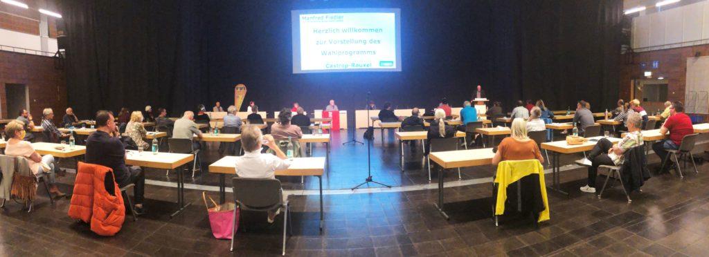 Die Europahalle bot genug Platz für die Delegierten von Linken und Grünen sowie der FWI, die bereits im Juni Manfred Fiedler als Bürgermeister-Kandidaten nominiert hatte.