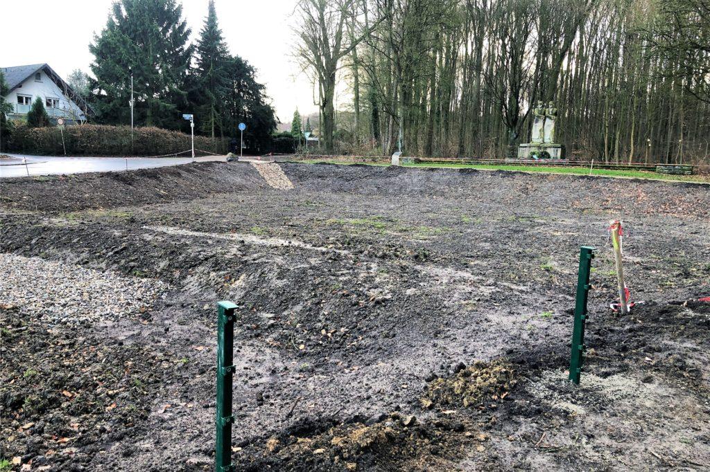 So trist sah das Regenrückhaltebecken an der Hedwigstraße noch vor ein paar Wochen aus.