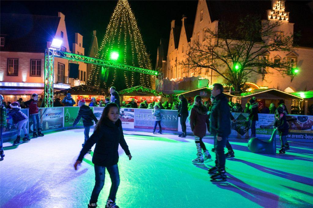 Die Kunst-Eisbahn auf dem Marktplatz war in den vergangenen Jahren ein Publikumsmagnet.