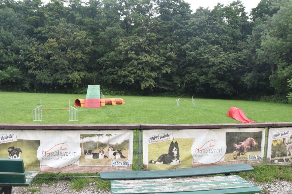 Das ist der Platz des Hundesportvereins Eving. Hier werden die Hunde von Trainern ausgebildet.