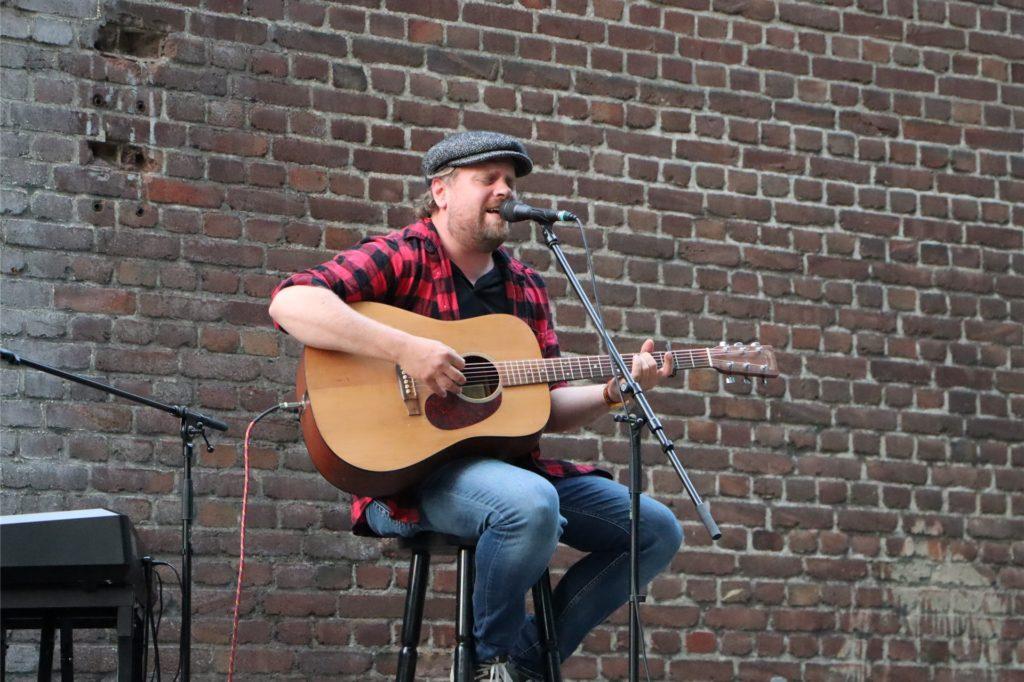 Vollblutmusiker Sebel rundete das Musikprogramm mit seinem Solo ab.