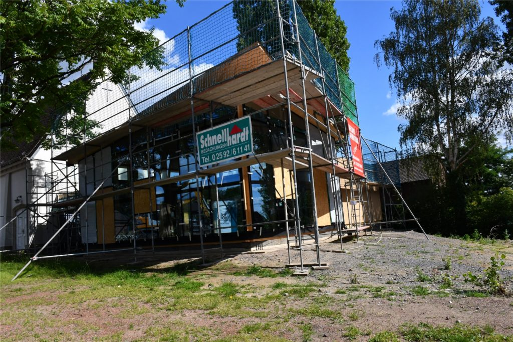 An der Kirche entsteht ein Anbau. Hier sollen in Zukunft Veranstaltungen stattfinden.