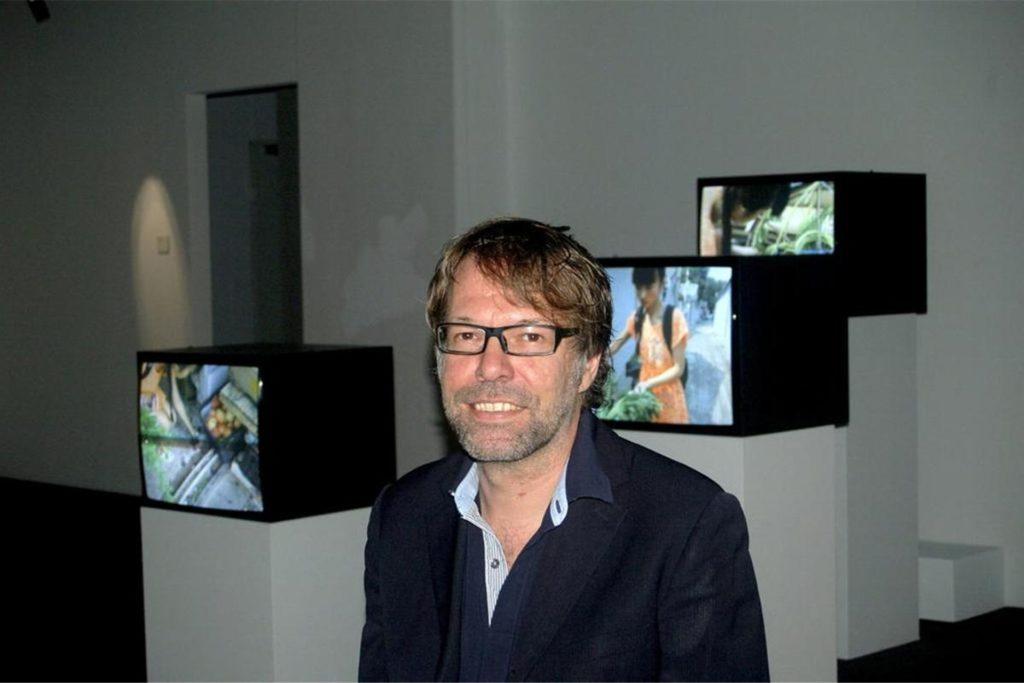Dr. Georg Elben (Direktor Skulpturenmuseum Glaskaten in Marl), hat als Sprecher des Kunstbeirats die Empfehlung des Gremiums in Sachen Tisa-Brunnen gegenüber der Politik begründet.