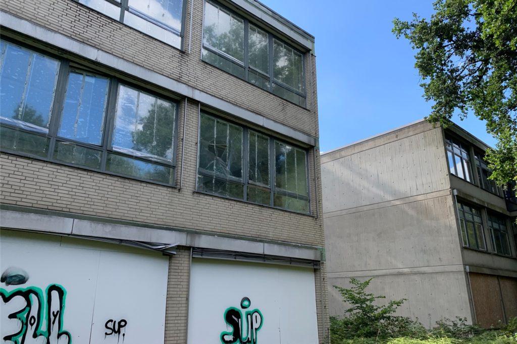 Die Nebengebäude der ehemaligen Realschule warten auf ihren Abriss. Ein Bebauungsplan wird aber frühestens in 18 Monaten spruchreif sein.