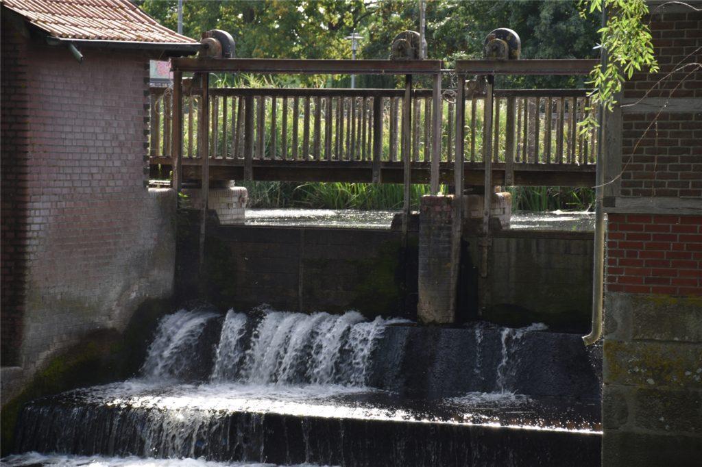 Das Wehr an der alten Wassermühle ist schon seit Langem nicht mehr ganz dicht.