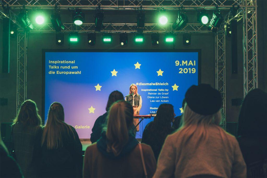 Matilda Eyre bei einem Auftritt auf Einladung des Europäischen Parlamentes.