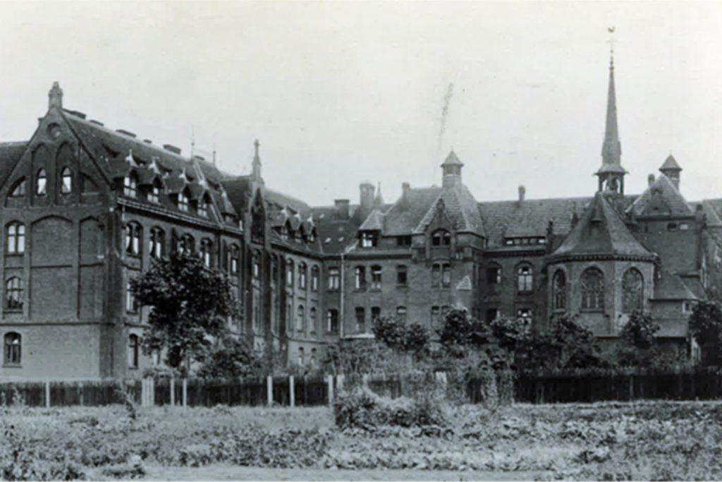 Im November 1913 wurde der Neubau fertiggestellt.